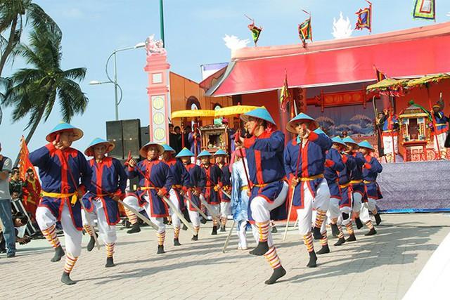 Hơn 300 nghệ nhân, ngư dân tái hiện Lễ hội cầu ngư - Ảnh 1.