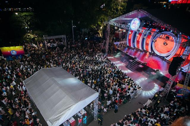 Phố đi bộ Hà Nội sôi động với thần tượng K-Pop - Ảnh 6.