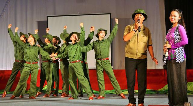 Liên hoan Tuyên truyền lưu động Trường Sơn - Con đường huyền thoại tại Kon Tum - Ảnh 1.