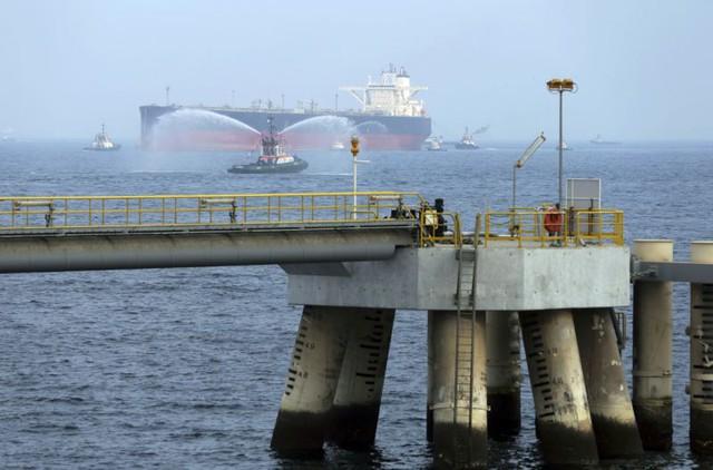 Tàu dầu Saudi gặp nạn: Toàn Trung Đông chấn động - Ảnh 1.