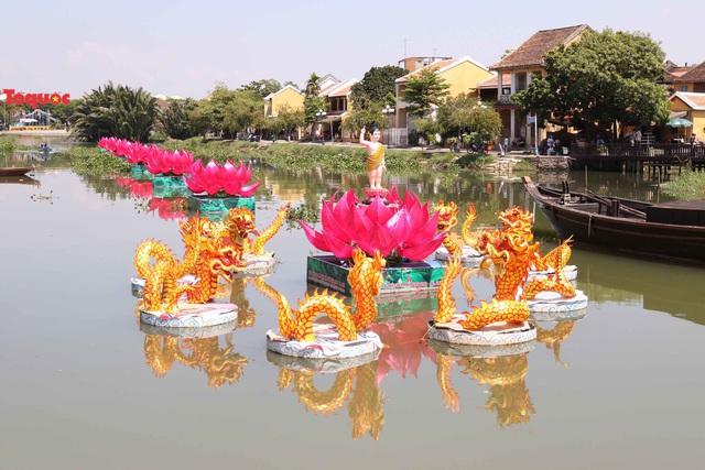 7 đóa sen khổng lồ cùng hình ảnh Đức Phật đản sinh  trên sông Hoài - Ảnh 10.