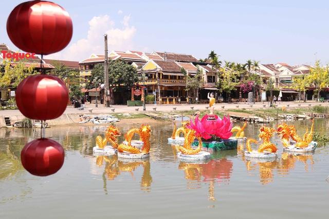 7 đóa sen khổng lồ cùng hình ảnh Đức Phật đản sinh  trên sông Hoài - Ảnh 9.
