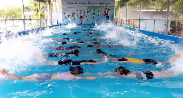 Ninh Bình: Phát động toàn dân tập luyện môn bơi, phòng chống đuối nước - Ảnh 1.