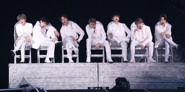 BTS vững tốp 10 album Billboard 200 trong tuần thứ tư liên tiếp - Ảnh 1.