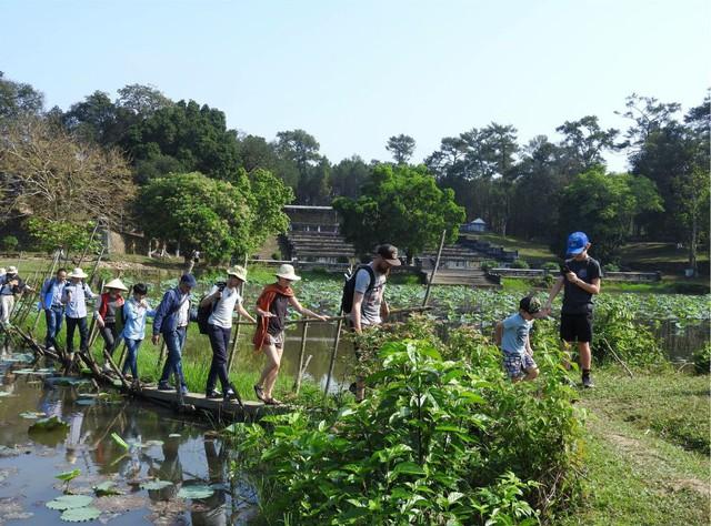 Sớm đưa vào khai thác tour du lịch nghiên cứu sinh thái ở lăng vua Gia Long - Ảnh 1.