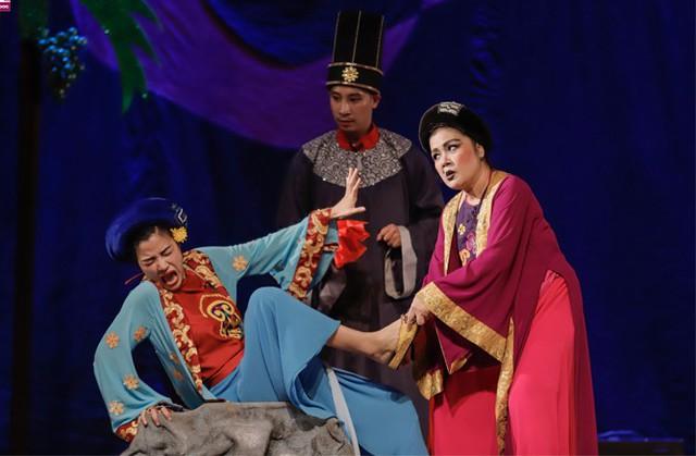 Đạo diễn Singapore bất ngờ cho Cám hoàn lương trong vở kịch thiếu nhi - Ảnh 2.