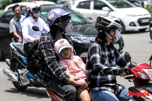 Hà Nội nắng nóng 41 độ C: Dân Thủ đô uể oải ra đường - Ảnh 5.