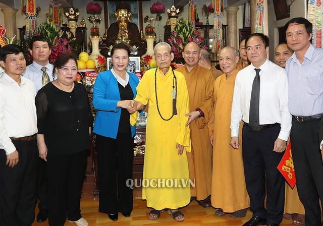 Chủ tịch Quốc hội Nguyễn Thị Kim Ngân thăm, chúc mừng pháp chủ giáo hội Phật giáo Việt Nam - Ảnh 2.