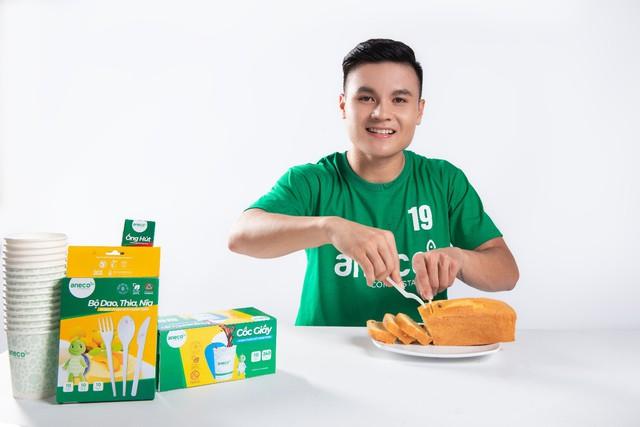 Cầu thủ Quang Hải tiên phong kêu gọi loại bỏ rác thải nhựa   - Ảnh 2.