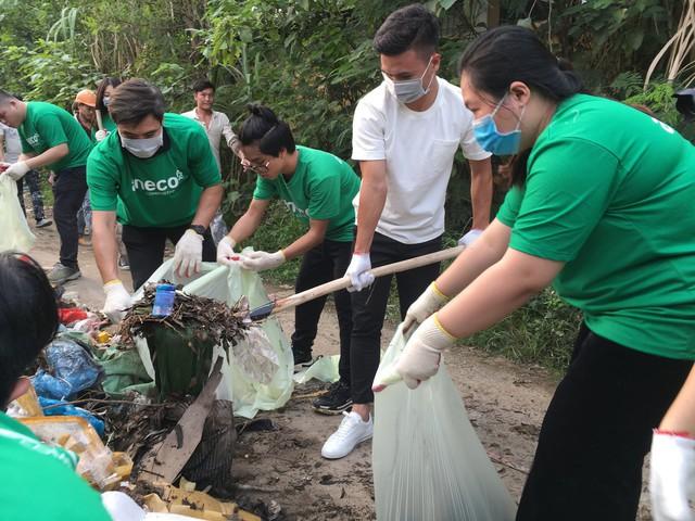 Cầu thủ Quang Hải tiên phong kêu gọi loại bỏ rác thải nhựa   - Ảnh 1.