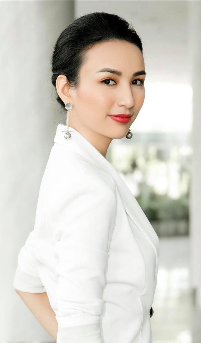 Hoa hậu Ngọc Diễm đã hết thời ăn mặc quê mùa và sến? - Ảnh 2.