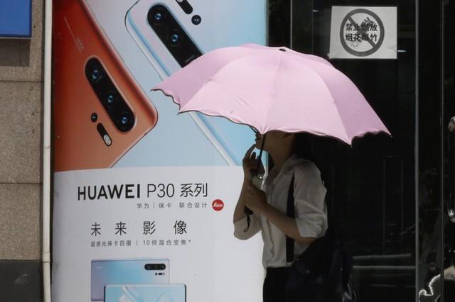 Liên tục tung đòn vào Huawei: Giữa loạt hệ lụy khổng lồ, Mỹ bất ngờ ra tín hiệu đảo ngược? - Ảnh 1.