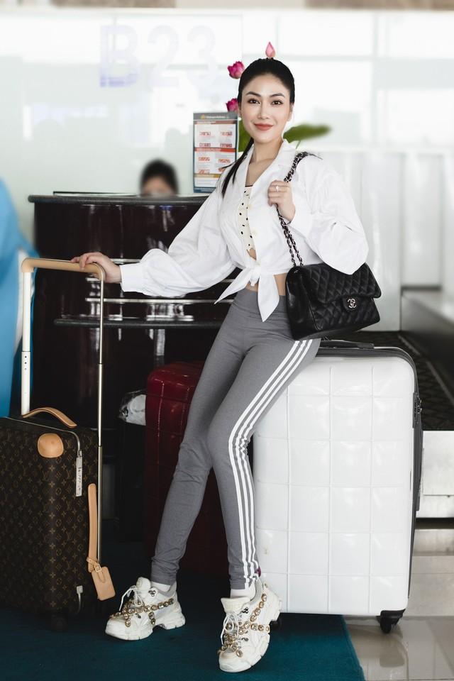 Hoa hậu Tuyết Nga tham dự LHP Cannes bằng 50kg trang phục  - Ảnh 2.