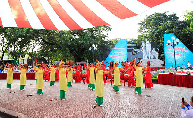 Đồng diễn văn hóa, thể thao nhân kỷ niệm 129 năm Ngày sinh Chủ tịch Hồ Chí Minh - Ảnh 2.