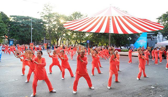 Đồng diễn văn hóa, thể thao nhân kỷ niệm 129 năm Ngày sinh Chủ tịch Hồ Chí Minh - Ảnh 5.
