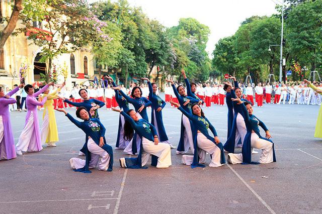 Đồng diễn văn hóa, thể thao nhân kỷ niệm 129 năm Ngày sinh Chủ tịch Hồ Chí Minh - Ảnh 7.