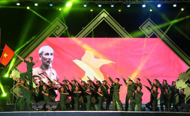 Khai mạc Lễ hội Làng Sen 2019 - Ảnh 2.