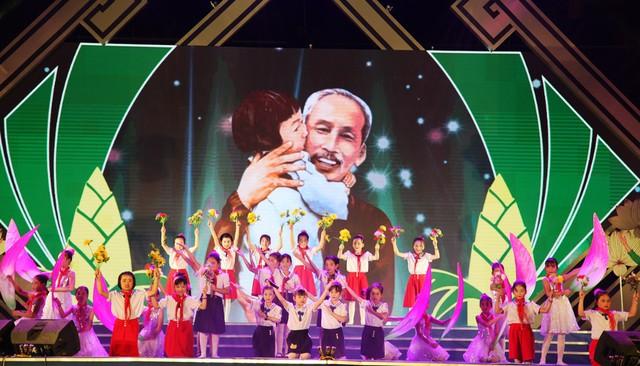 Khai mạc Lễ hội Làng Sen 2019 - Ảnh 1.