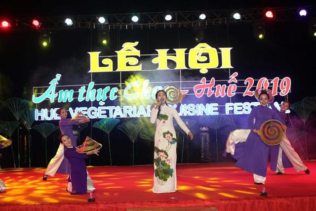 Lễ hội ẩm thực chay Huế 2019 thu hút hàng trăm du khách - Ảnh 1.