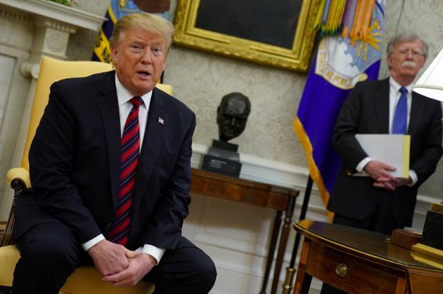 Vừa xoa vừa đấm đội ngũ cố vấn, TT Trump khẳng định ai mới là chính trong căng thẳng Iran - Ảnh 1.