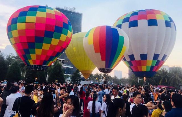 Vì sao khách du lịch đến Đà Nẵng dịp lễ tăng?  - Ảnh 1.