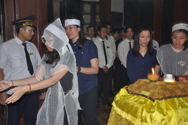Đám tang đẫm nước mắt của nữ nhân viên nhà hát kịch bị xe Mercedes đâm tử vong ở hầm Kim Liên - Ảnh 14.
