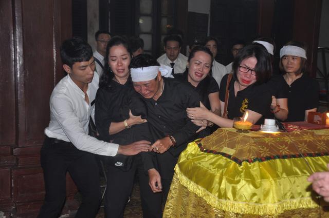 Đám tang đẫm nước mắt của nữ nhân viên nhà hát kịch bị xe Mercedes đâm tử vong ở hầm Kim Liên - Ảnh 18.