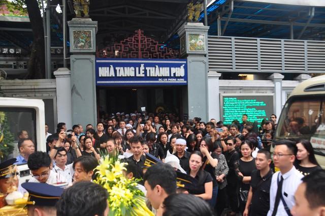Đám tang đẫm nước mắt của nữ nhân viên nhà hát kịch bị xe Mercedes đâm tử vong ở hầm Kim Liên - Ảnh 21.