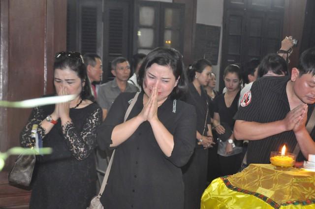 Đám tang đẫm nước mắt của nữ nhân viên nhà hát kịch bị xe Mercedes đâm tử vong ở hầm Kim Liên - Ảnh 8.