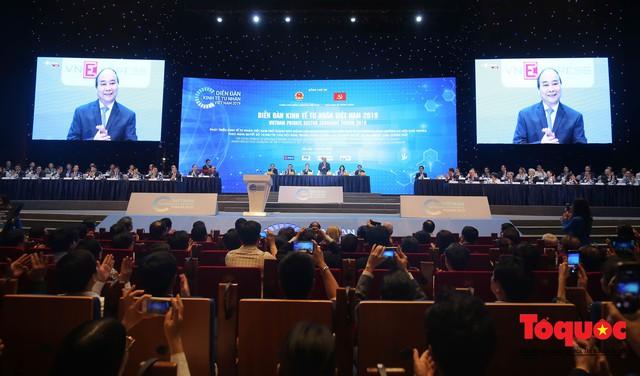 Thủ tướng Nguyễn Xuân Phúc khai mạc Diễn đàn Kinh tế tư nhân 2019 - Ảnh 1.
