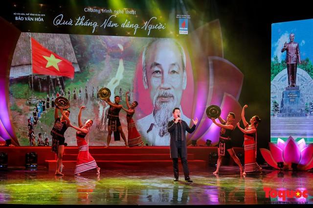 Những hình ảnh nổi bật trong chương trình nghệ thuật đặc biệt kỷ niệm 129 năm Ngày sinh của Bác Hồ - Ảnh 3.