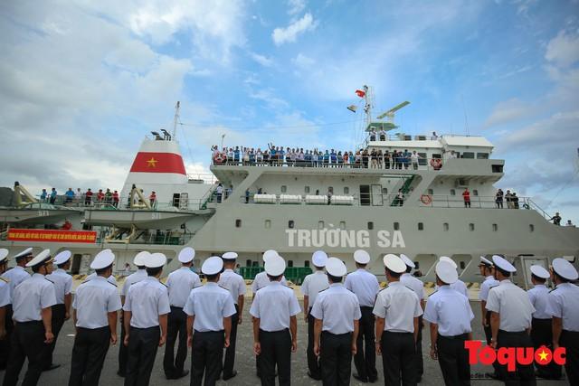 Ký sự không xa đâu Trường Sa - kỳ 1: Cùng tàu HQ - 571 vượt sóng đến Trường Sa - Ảnh 10.