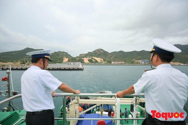 Ký sự không xa đâu Trường Sa - kỳ 1: Cùng tàu HQ - 571 vượt sóng đến Trường Sa - Ảnh 11.