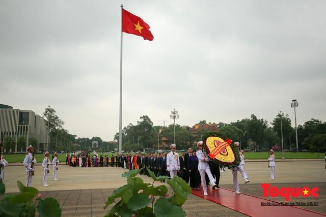 Lãnh đạo Đảng, Nhà nước vào Lăng viếng Chủ tịch Hồ Chí Minh trước kỳ họp Quốc hội - Ảnh 3.
