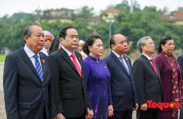 Lãnh đạo Đảng, Nhà nước vào Lăng viếng Chủ tịch Hồ Chí Minh trước kỳ họp Quốc hội - Ảnh 5.