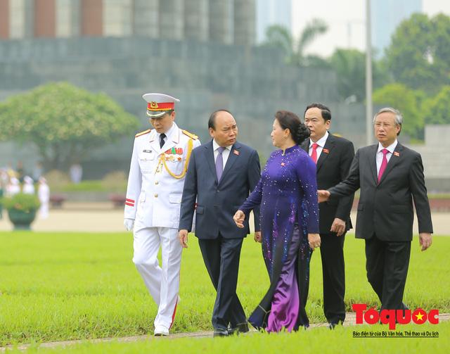 Lãnh đạo Đảng, Nhà nước vào Lăng viếng Chủ tịch Hồ Chí Minh trước kỳ họp Quốc hội - Ảnh 8.