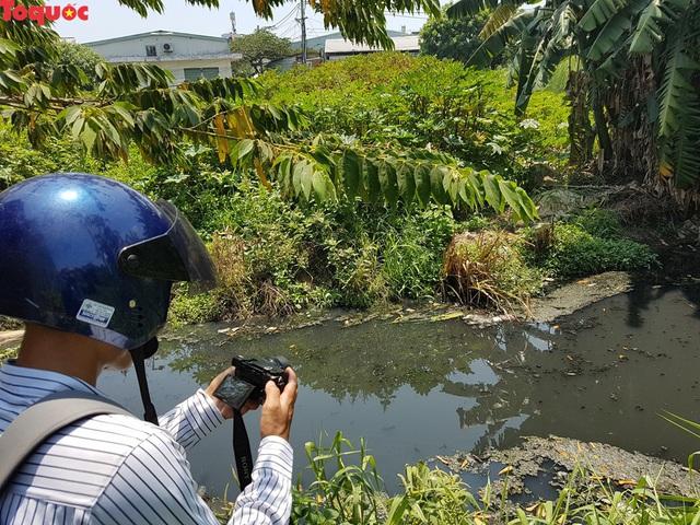 Hãi hùng nhìn dòng nước đen ngòm trên kênh Khe Cạn  - Ảnh 7.