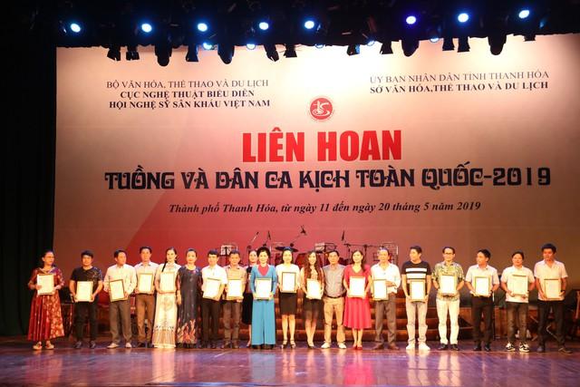 02 Huy chương Vàng được trao trong Bế mạc Liên hoan Tuồng và Dân ca kịch toàn quốc 2019 - Ảnh 1.