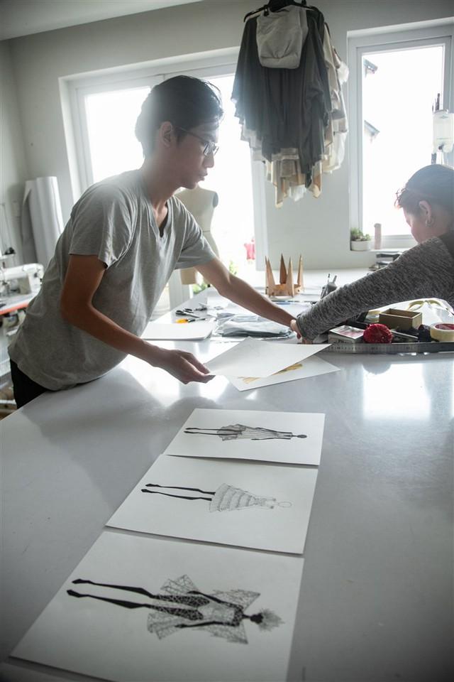 Nhà thiết kế Tom Trandt và bài toán nâng tầm phục trang các show diễn đẳng cấp quốc tế tại Việt Nam - Ảnh 3.