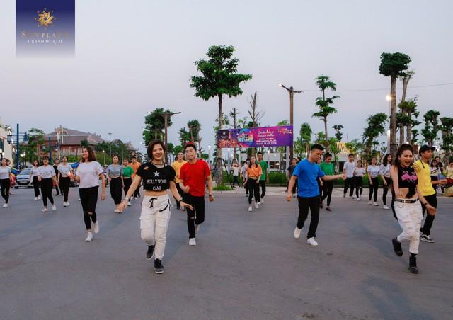 Hạ Long chơi lớn với Sun Dance Festival, du khách có trầm trồ? - Ảnh 2.