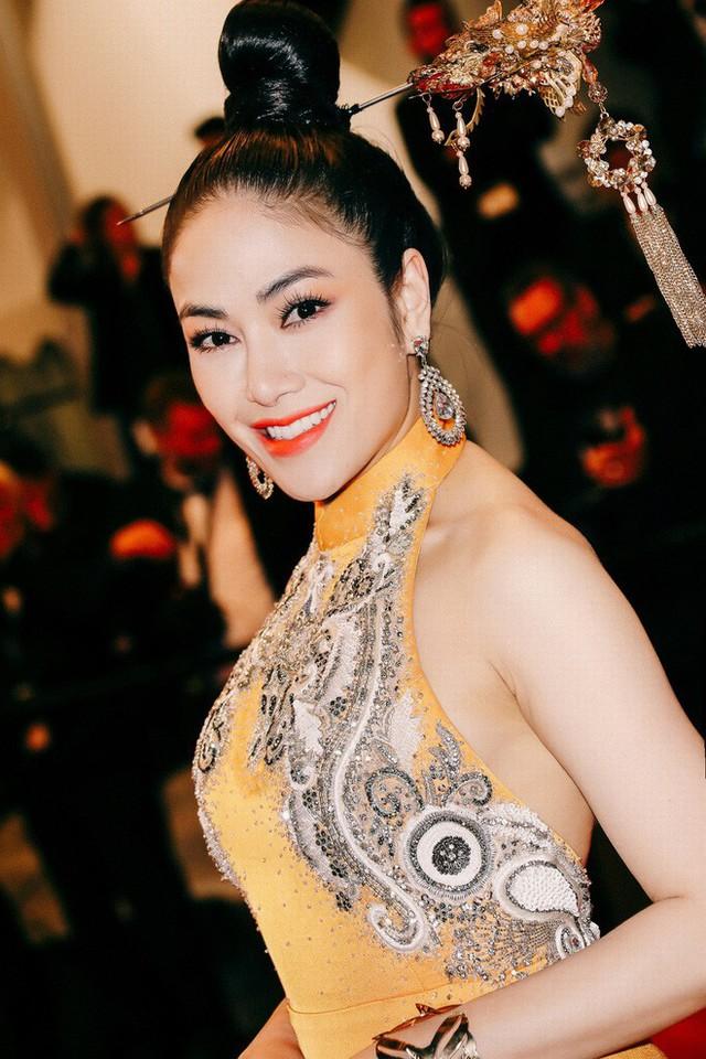 Hoa hậu Tuyết Nga tại Cannes: Tự hào khi khoác lên mình bộ trang phục mà nhìn vào có thể biết tôi là người Việt Nam - Ảnh 3.