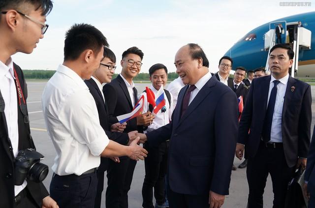 Thủ tướng đến Saint Petersburg, bắt đầu thăm chính thức LB Nga - Ảnh 4.