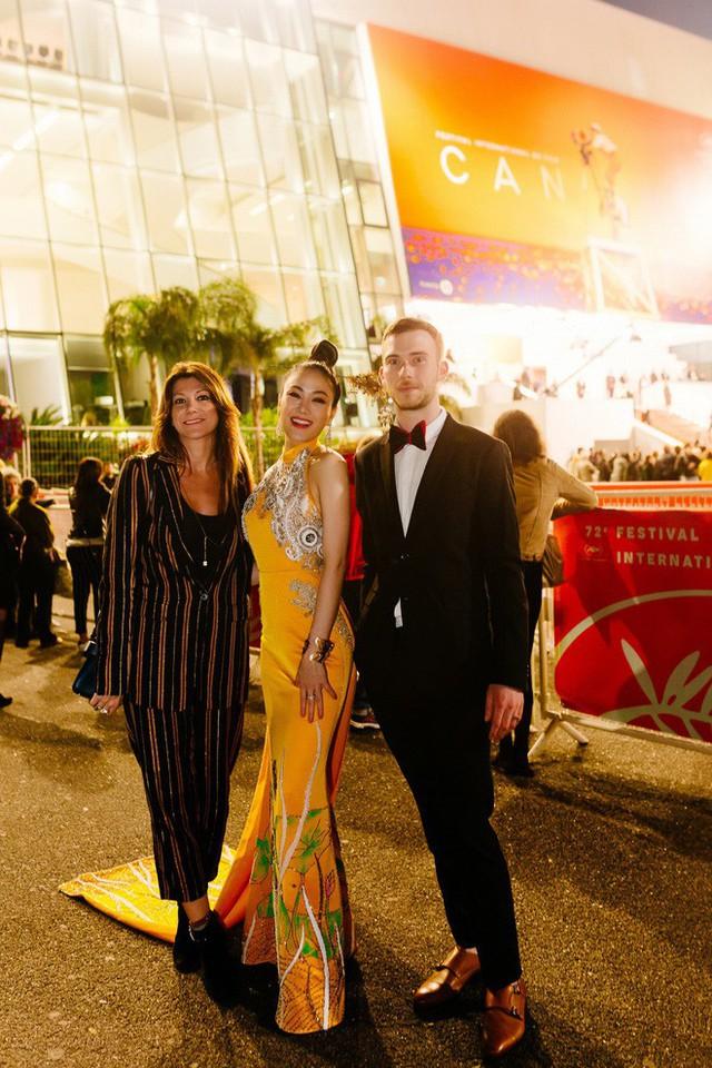 Hoa hậu Tuyết Nga tại Cannes: Tự hào khi khoác lên mình bộ trang phục mà nhìn vào có thể biết tôi là người Việt Nam - Ảnh 5.