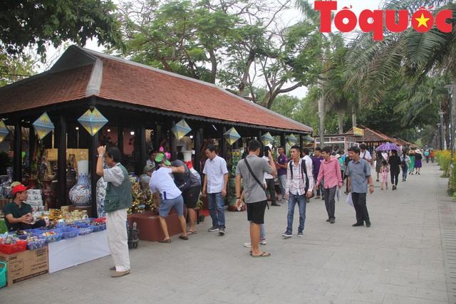 Khách du lịch đến Huế tiếp tục tăng trong 5 tháng đầu năm - Ảnh 1.