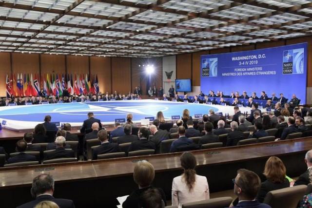Sức mạnh NATO tại ngưỡng cửa 70 năm: Sóng gió nội - ngoại giáp công - Ảnh 1.