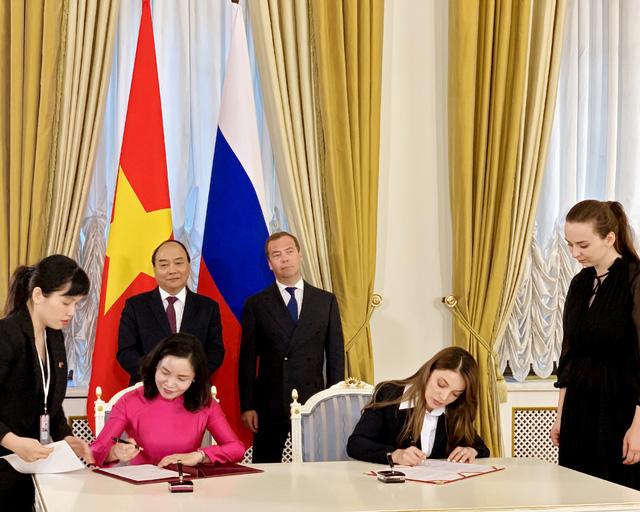 Việt Nam và Nga ký văn bản hợp tác du lịch - Ảnh 1.