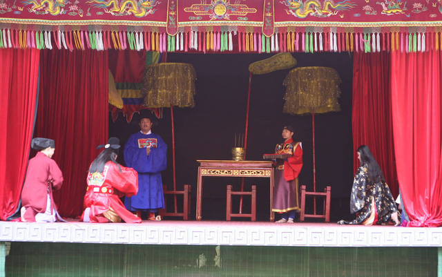 Lần đầu tiên tái hiện Vua ban quạt vào dịp Tết Đoan Ngọ thời Lê Trung Hưng tại Hoàng thành Thăng Long - Ảnh 3.