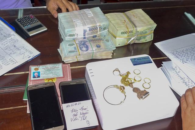 Đánh sập ổ bạc tiền tỷ ở huyện miền núi Thừa Thiên Huế - Ảnh 1.