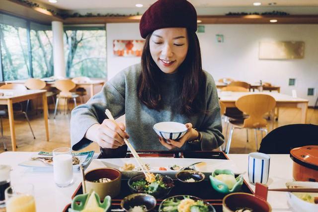 Tiêu chuẩn của phụ nữ hiện đại: Ăn ngon, mặc đẹp và thở sạch - Ảnh 2.