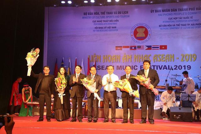 Thứ trưởng Lê Khánh Hải: Liên hoan Âm nhạc ASEAN 2019 là sự kiện văn hóa ý nghĩa, thúc đẩy quan hệ hợp tác giữa các quốc gia trong khu vực - Ảnh 4.
